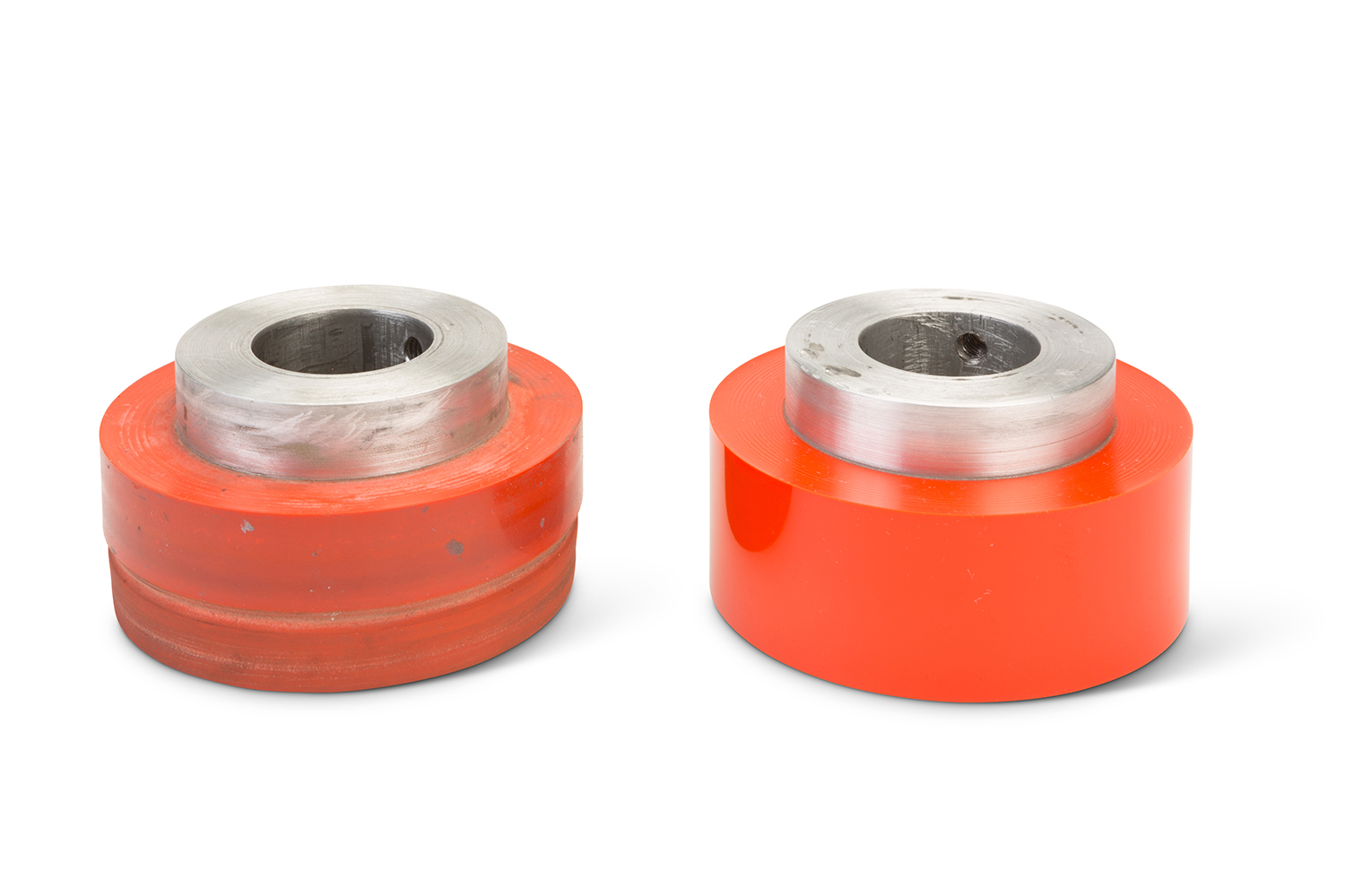 Used roller (left) / New, recovered roller (right)